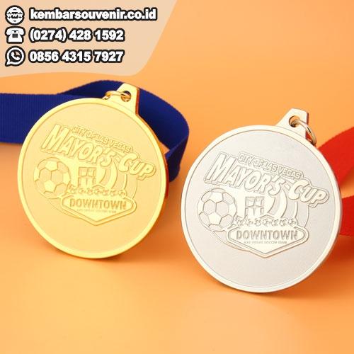 contoh medali lomba