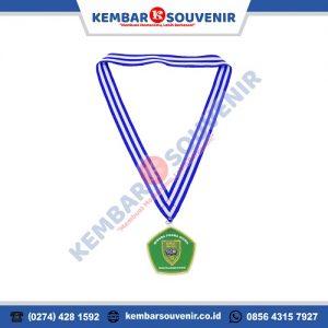 harga kalung medali wisuda